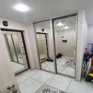 Дверь Зеркало с пескоструйным узором